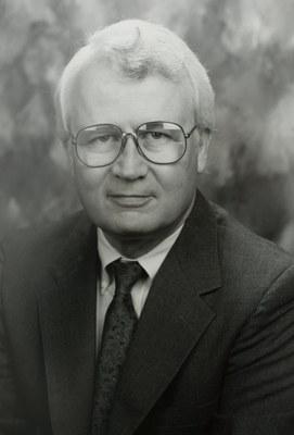 Stephen J. Kahne (US)